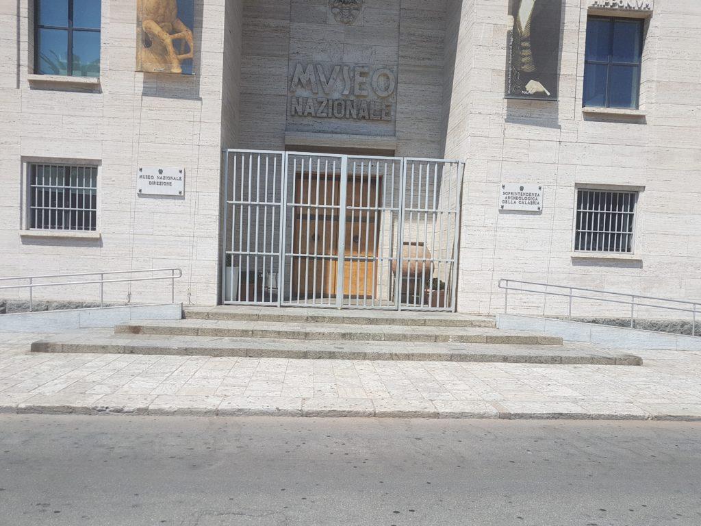 Il Museo Nazionale della Magna Grecia in piena estate è chiuso. 1