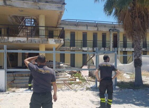 Nuccio Pizzimenti, chiede, ed ottiene l'intervento dei vigili del fuoco al Lido Comunale di Reggio Calabria. Un sentito ringraziamento a tutti coloro che ci hanno aiutato, per fare cambiare le cose nella struttura balneare. 1